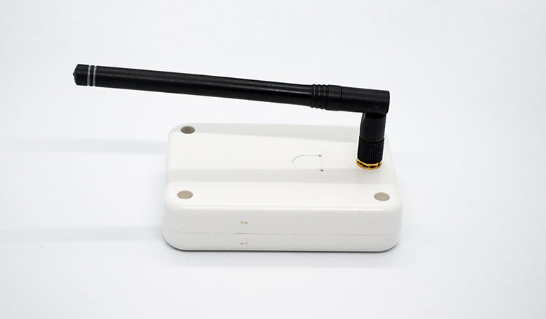 Wireless smart repeater side view