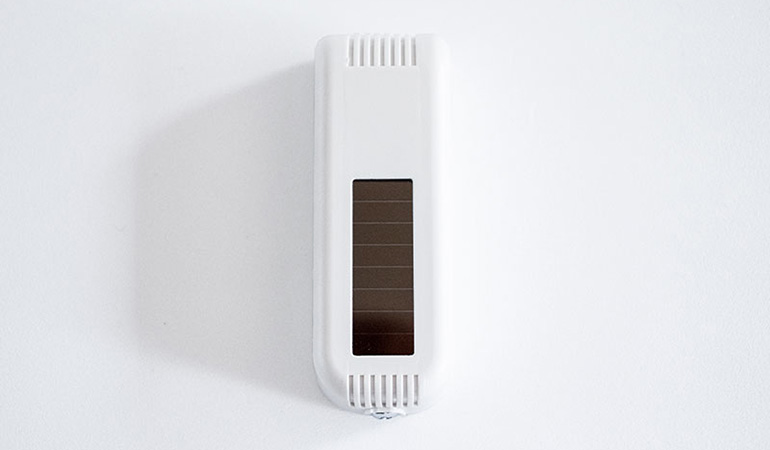 Wireless dry contact sensor top view