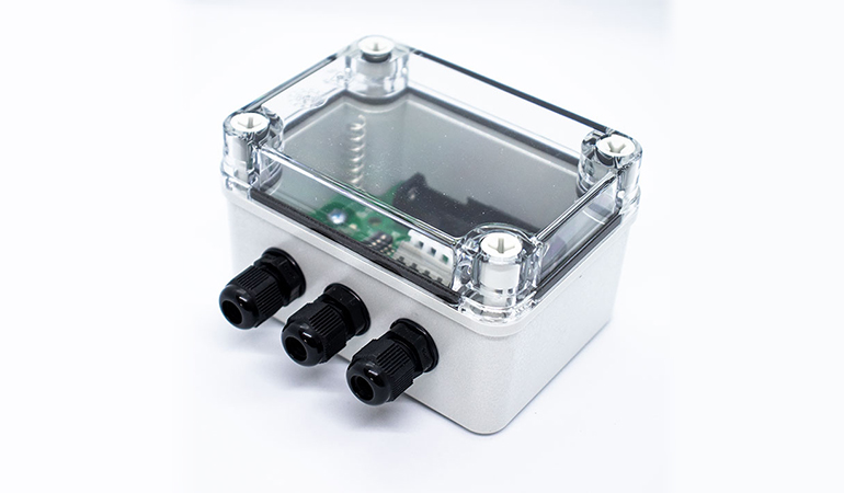 Wireless industrial temperature sensor